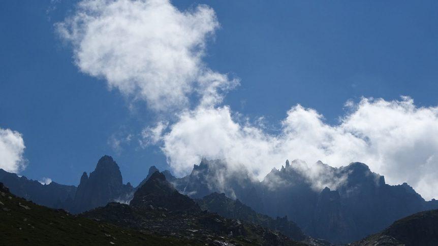 Mezovit kayalıkları