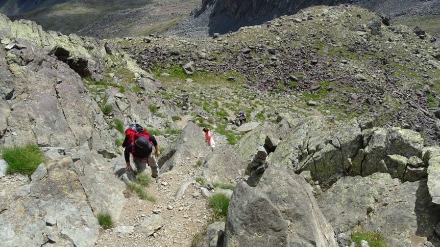 Kayalık alandan Kaçkar Dağı'na yürüyüşün başlangıcı
